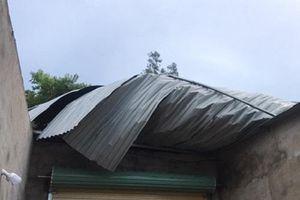 Hà Tĩnh: Mưa dông kèm theo lốc xoáy làm tốc mái 42 ngôi nhà dân