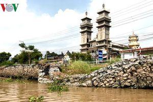 Thêm một tuyến đường nữa ở tỉnh An Giang có nguy cơ sụp đổ xuống sông