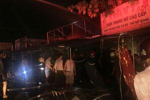 Chợ Voi ở Hà Tĩnh bốc cháy trong đêm