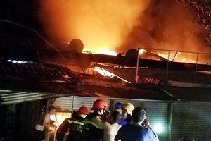 Hà Tĩnh: Cháy chợ Voi trong đêm, nhiều ki ốt bị thiêu rụi