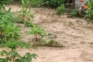 Thanh Hóa: 13 người mất tích do lũ lớn cuốn trôi lúc rạng sáng gần cửa khẩu Na Mèo