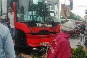 Tài xế xe khách lao vào đám đông chợ ven đường ở Gia Lai khai gì?