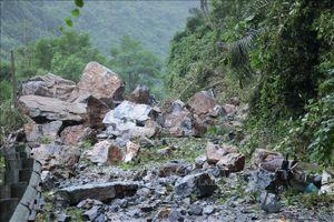 Sạt lở đá do mưa lớn tại Bắc Kạn làm hai bà cháu thương vong