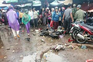 Kinh hoàng xe khách lao vào chợ khiến 5 người thương vong