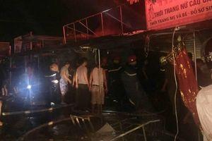 Chợ Voi ở Hà Tĩnh bốc cháy dữ dội trong đêm, thiêu rụi hàng loạt ki ốt