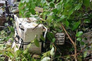 Nhiều tảng đá lớn rơi xuống quốc lộ 3 đè trúng xe máy sau bão số 3, bà bị vùi lấp tử vong, cháu trai 17 tuổi bị thương nặng
