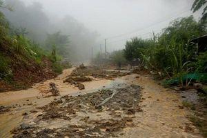 Thanh Hóa: Nhiều tuyến đường bị sạt lở, 1 người mất tích do mưa lũ