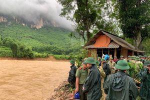 Lực lượng cứu hộ tiếp cận được 3 bản bị cô lập tại Quan Sơn