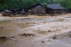 Thanh Hóa: Trưởng công an xã bị đất đá vùi lấp khi giúp dân chống lũ