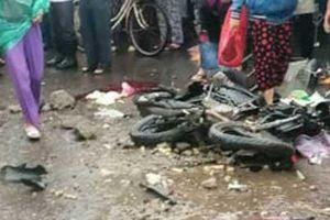 Clip: Khoảnh khắc xe giường nằm lao như tên bắn vào chợ khiến 4 người thiệt mạng