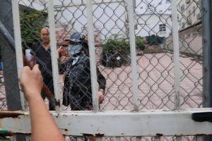 Tạm giữ 2 người chống đối cảnh sát trong vụ tranh chấp ở trường Pascal