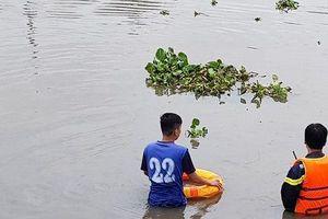 Nhiều giờ tìm kiếm nam thanh niên nghi 'ngáo đá' nhảy xuống sông mất tích