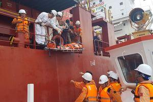 Cứu nạn thuyền viên Philippines bị tai biến trên biển Vũng Tàu