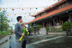 Ca sĩ Quang Dũng tặng chùa 15.000 album về mẹ nhân mùa Vu Lan