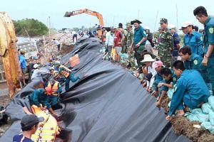 Duy trì hộ đê khẩn cấp ở Cà Mau