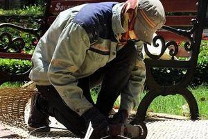 Bố trí cán bộ y tế thường trực cấp cứu say nắng cho người lao động ngoài trời