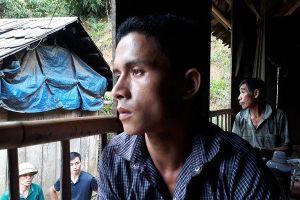 Người đàn ông Thanh Hóa tuyệt vọng nhìn 6 người trong gia đình bị lũ cuốn