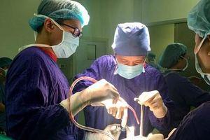 Hy hữu: Phẫu thuật thay khớp háng 2 bên cho cụ ông 92 tuổi