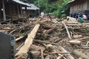 Cảnh hoang tàn trong bản Sa Ná sau mưa lũ kinh hoàng