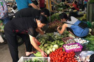 Mưa bão khiến rau xanh tại Hà Nội tăng giá mạnh