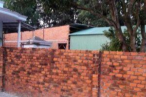 Bất lực trước vụ xây nhà trên đất hàng xóm?