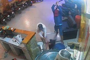 Thanh niên bị chém gần 20 nhát trong 22 giây ở Bình Chánh