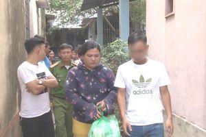 Bắt quả tang cô gái mua bán ma túy ở ngã ba đường