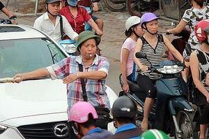 Người Hà Nội ứng xử văn minh trong giao thông - Kỳ 1: Những người... vác tù và hàng tổng