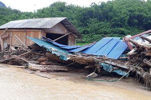 10 người chết, 11 người còn mất tích do mưa bão