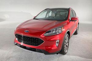 Ảnh chi tiết Ford Escape sắp 'cập bến' Việt Nam