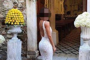 Cô gái bị 'ném đá' vì mặc nhầm váy đến dự đám cưới bạn thân