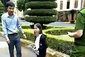 Thực hư việc nữ giáo viên tại Đắk Lắk quỳ trước UBND tỉnh xin gặp lãnh đạo