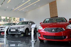 Xe ôtô Mitsubishi đại hạ giá trong 'tháng cô hồn'