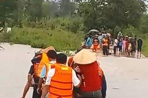 BĐBP Đắk Lắk triển khai lực lượng sơ tán người dân bị cô lập do mưa lũ