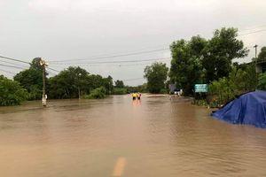 Mưa lớn Tây Nguyên: Đường sá bị chia cắt, khẩn trương di dời dân khỏi vùng ngập