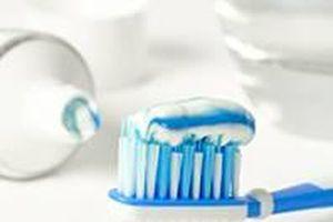 Hãy thận trọng khi dùng kem đánh răng bổ sung thêm than và soda