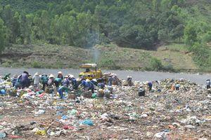 Giải pháp nào để xử lý ô nhiễm môi trường tại khu vực bãi rác Khánh Sơn?