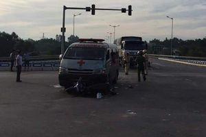 Hai người nguy kịch sau va chạm với xe chở quan tài trên cao tốc