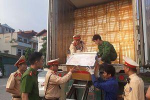 Công an Hà Nội truy bắt xe container chứa 25 tấn nội tạng thối