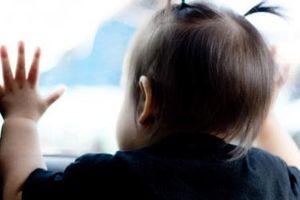 Dạy trẻ 3 tuổi kỹ năng thoát hiểm khi tình cờ bị bỏ lại một mình trên ô tô