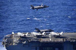 Siêu tàu đổ bộ Mỹ tập trận cùng tiêm kích tàng hình F-35B ngay 'cửa ngõ' biển Đông