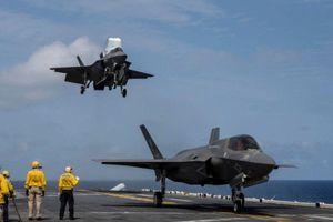 Siêu tàu đổ bộ cùng F-35B của Mỹ rầm rập tập trận tại cửa ngõ biển Đông