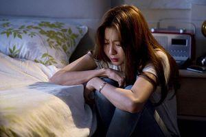 'Cú vấp' ê chề, ngập nước mắt của thư ký trẻ sau mối tình với sếp già