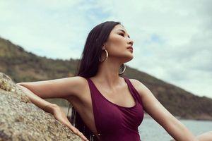 Á hậu Hoàng Thùy khoe vóc dáng quyến rũ với bikini