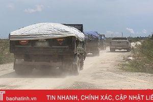 Hơn 10 năm 'sống chung với bụi' từ xe chở đá mỏ Hưng Thịnh