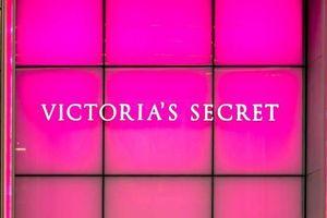 Victoria's Secrect có thể hủy show do chiêu mộ người mẫu chuyển giới