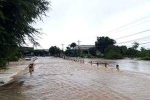 Một người dân bị nước lũ cuốn trôi tử vong