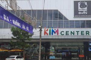 Bé 3 tuổi ngã thang cuốn tòa nhà Kim Center ở Gia Lai