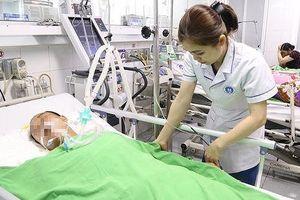 Người đàn ông nhập viện vì bị rắn độc tấn công khi đang ngủ