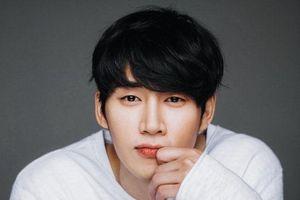 'Vua bánh mì' Yoon Shi Yoon đóng phim trinh thám - li kì mới của đài tvN